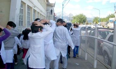 Tierra del Fuego: Harán simulacros de evacuación en establecimientos educativos de Ushuaia y Tolhuin
