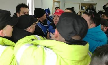 Tierra del Fuego: Incidentes entre manifestantes de ATE y personal policial
