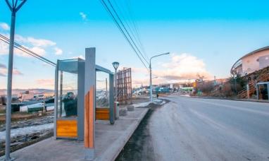 Tierra del Fuego: Instalaron en Ushuaia nuevas garitas para usuarios del transporte público