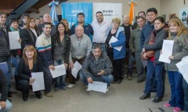 Tierra del Fuego: Intendente de Ushuaia entregó 21 títulos de propiedad