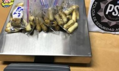 Tierra del Fuego: Joven dominicano que ingresó a Río Grande con cápsulas de droga en su estómago podría ser intervenido quirúrgicamente