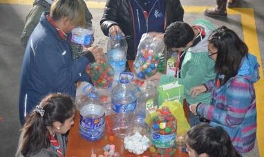 Tierra del Fuego: Se llenaron dos camiones de tapas, llaves y papeles que serán donados a la fundación Garrahan
