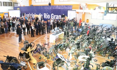 Tierra del Fuego: El municipio de Río Grande recibe un nuevo contenedor de elementos ortopédicos provenientes de Noruega