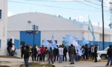 """Tierra del Fuego: Otra """"electrónica"""" deja en la calle a 140 contratados"""