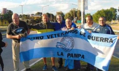 Tierra del Fuego: Panadero de Tolhuin que partió de la Quiaca concientizando sobre la basura en las rutas llegó a La Pampa