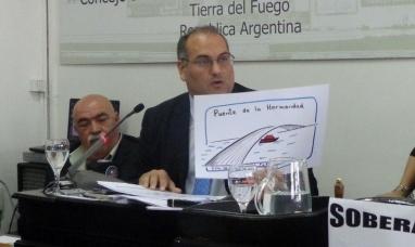 """Tierra del Fuego: Polémico diputado nacional del PRO defiende sus """"dibujitos"""" y acusa de corrupto a un concejal"""