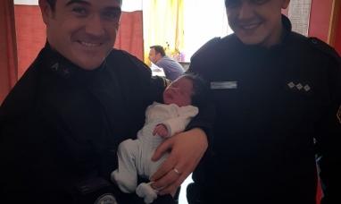 Tierra del Fuego: Policías asistieron a una madre a minutos de dar a luz en su domicilio