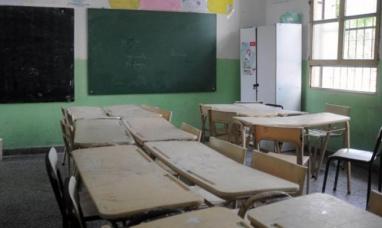 En una escuela de Ushuaia docente de paro le pegó una patada a otra, por trabajar