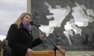 """""""Una muestra más que reivindica los derechos históricos de nuestra patria sobre las islas Malvinas"""" manifestó la gobernadora"""