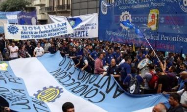 La UOM marchó al ministerio de trabajo contra los despidos y la apertura de las importaciones